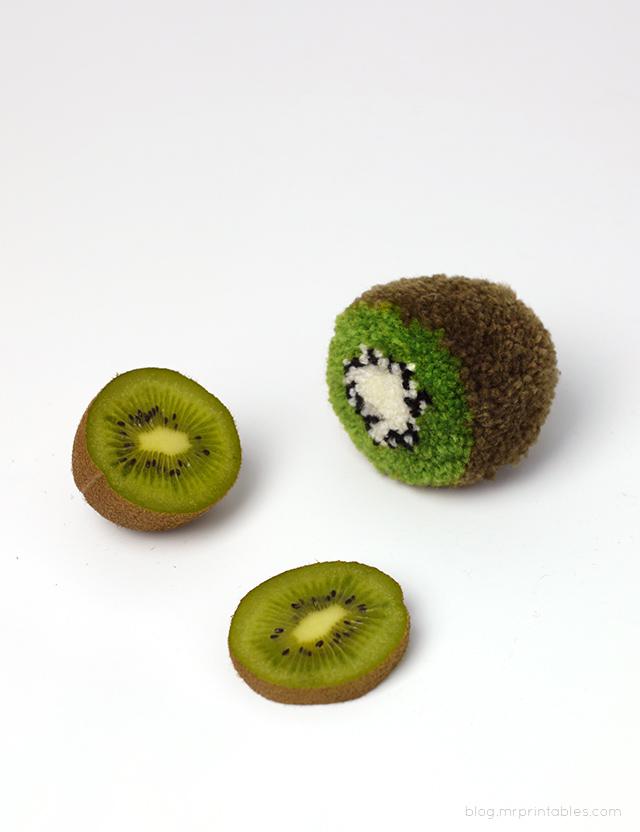 mrprintables-kiwi-pompom